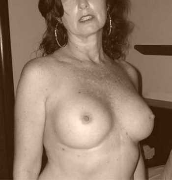 Femme mature cochonne à La Seyne-sur-Mer pour un plan d'un soir