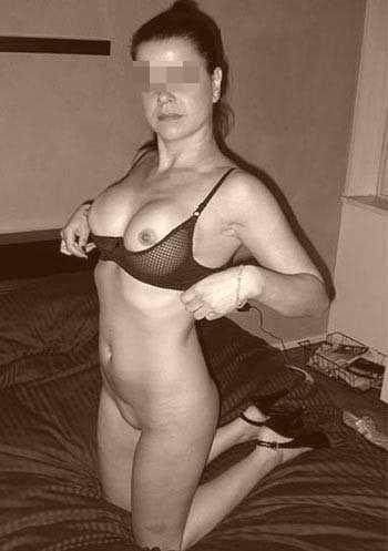 Cougar nympho avec des gros seins pour du sexe à Douai